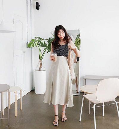 Áo phông 2 dây + Váy dáng dài xẻ ngắn
