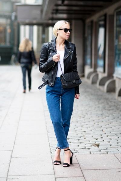 Phong cách thời trang mạnh mẽ và với áo jacket da đen và quần jeans