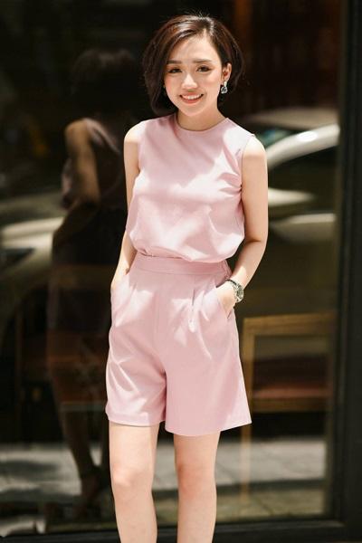 Cute phô mai que với full set quần áo hồng