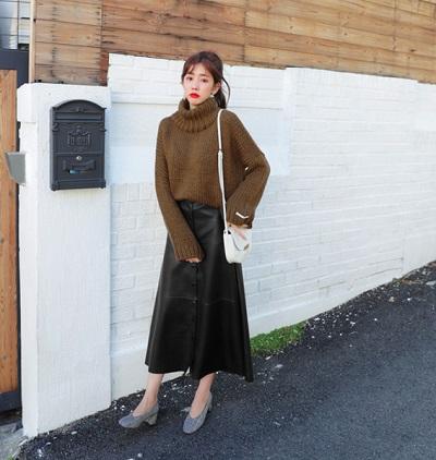 Điệu đà hơn với chân váy kết hợp cùng áo len