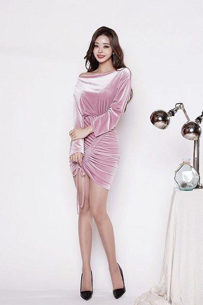 Đầm nhung giúp nàng tự tin diện tiệc cuối năm - Những kiểu váy giúp nàng công sở toả sáng trong buổi tiệc tất niên công ty