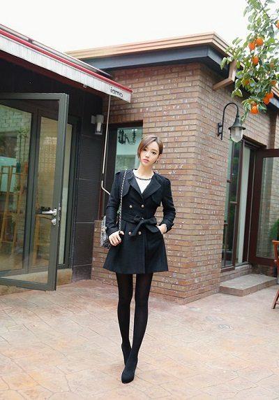 Nếu có lạnh hãy khoác thêm chiếc áo dạ bên ngoài nhé nàng công sở - Những kiểu váy giúp nàng công sở toả sáng trong buổi tiệc tất niên công ty