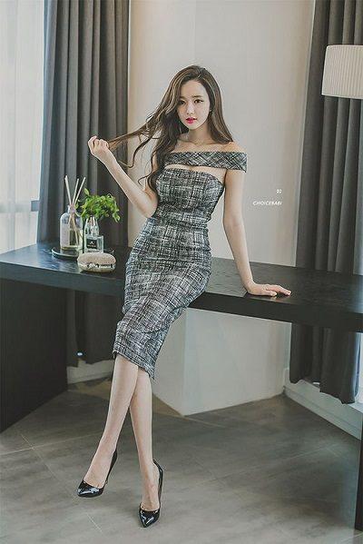 Váy liền thân trễ vai - Những kiểu váy giúp nàng công sở toả sáng trong buổi tiệc tất niên công ty