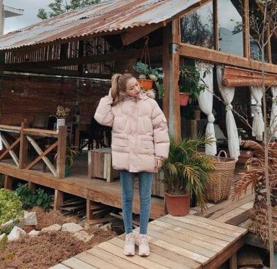 Áo phao + Quần jean đơn giản cho nữ