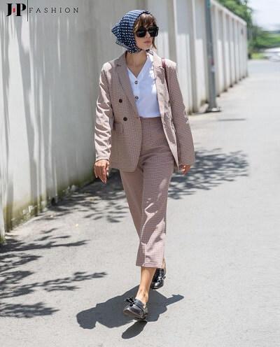 Thanh lịch và mạnh mẽ khi kết hợp áo thun cùng bộ suit