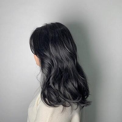 Màu tóc đẹp 2021: Đen khói thời thượng