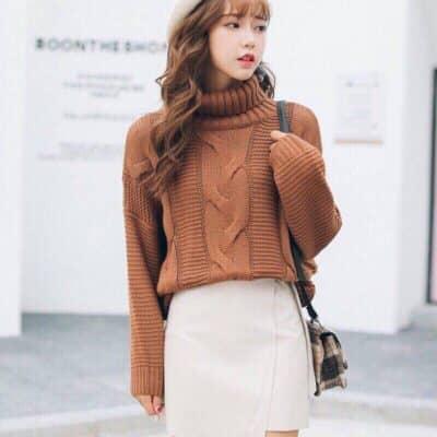 Áo len cao cổ và chân váy