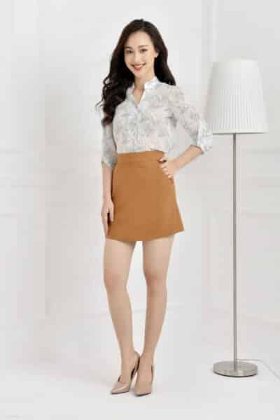 Phối chân váy ngắn với áo sơ mi sành điệu - Ảnh 2